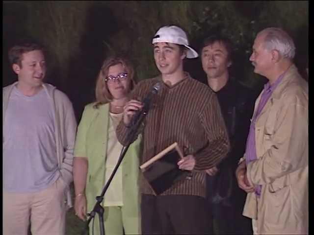 Награждение Сергея Бодрова-мл. 10 000 метров кинопленки, за фильм Сестры. 23 ММКФ, 1 июля 2001 г.