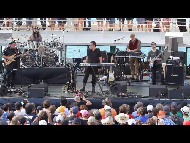 ШОК Грозный Mike Portnoy гоняет техника за отвалившиеся во время выступления клавиши.