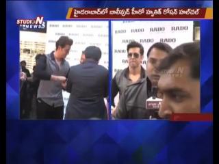 Bollywood Hero Hrithik Roshan Hungama In Hyderabad _ Studio N