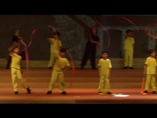 Полная версия видео с ежегодного выступления учеников школы «Dare to Dream», в которой учится Аарадхия! Айш и Абхи с большим удо