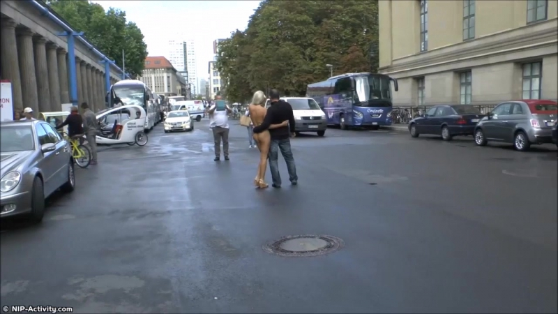 Paris Nude in Public 3