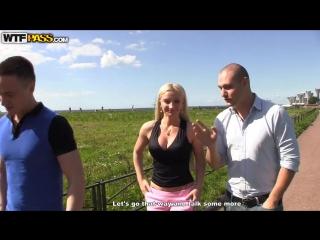 Сняли сиськастую аню прямо на улице и трахнули на красивой русской полянке