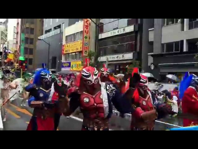 Asakusa Japan Sanba 凄い迫力。ロボットレストランチーム浅草サンバカーニバル