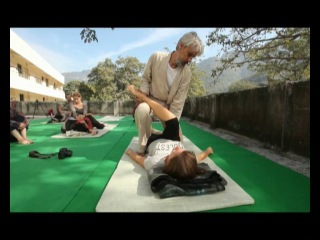 Thai yoga massage for legs_Prem Adeh_Rishikesh-тайский йога массаж_расслабление ног и бедер_Ришикеш