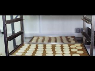 Процесс приготовления пирожных макарон