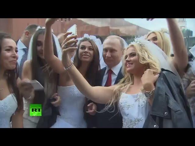 Владимир Путин посетил праздничный концерт на Красной площади по случаю Дня гор...