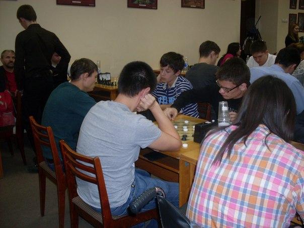 Студенты колледжа сражались в главном шахматном поединке