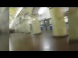 Зацеперы  оседлали  поезд в метро, а затем бросились прочь от полиции в Москве  РЕН ТВ