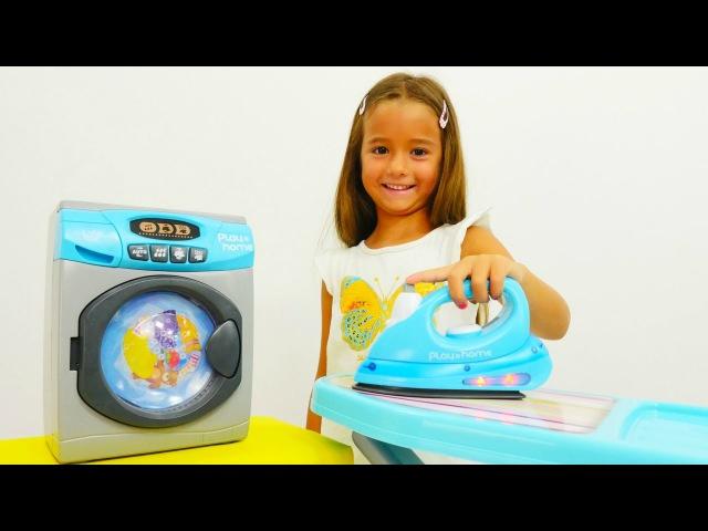 Oyun Diyarı - Ceylin çamaşır yıkıyor ve ütülüyor. Evcilik oyunu. Çevrimiçi video izle