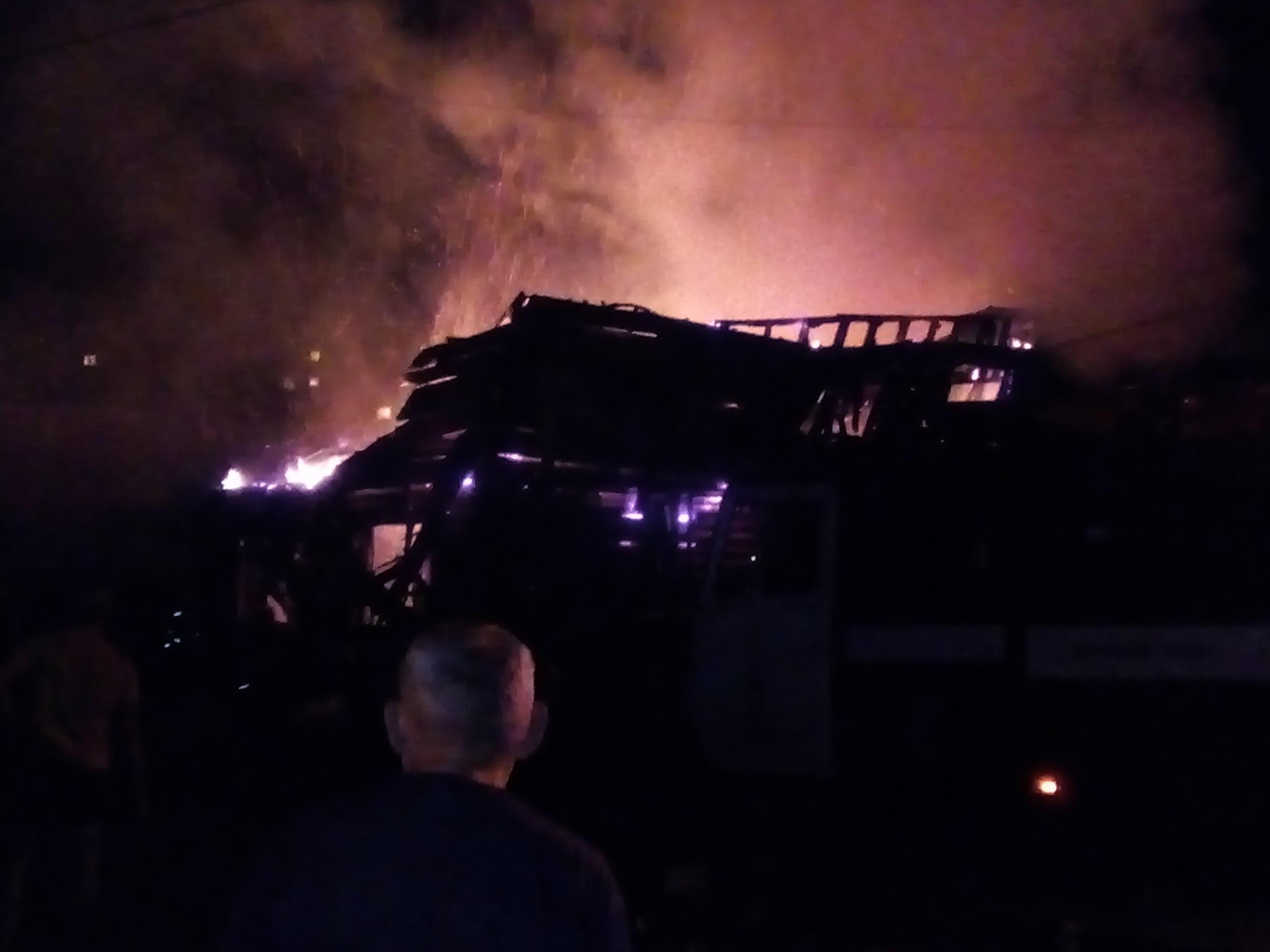 Омские пожарные минувшей ночью тушили крупное возгорание вЛенинском округе