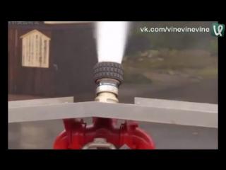 Демонстрация автоматической системы пожаротушения в японской деревне