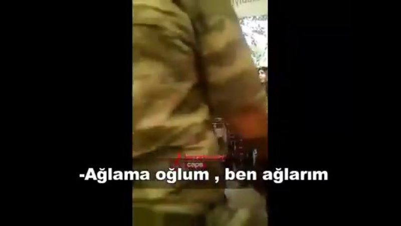 Şəhid oğlunun Silah yoldaşlarını 'ağlamayın dik durun' diyə təsəlli edən ANA !