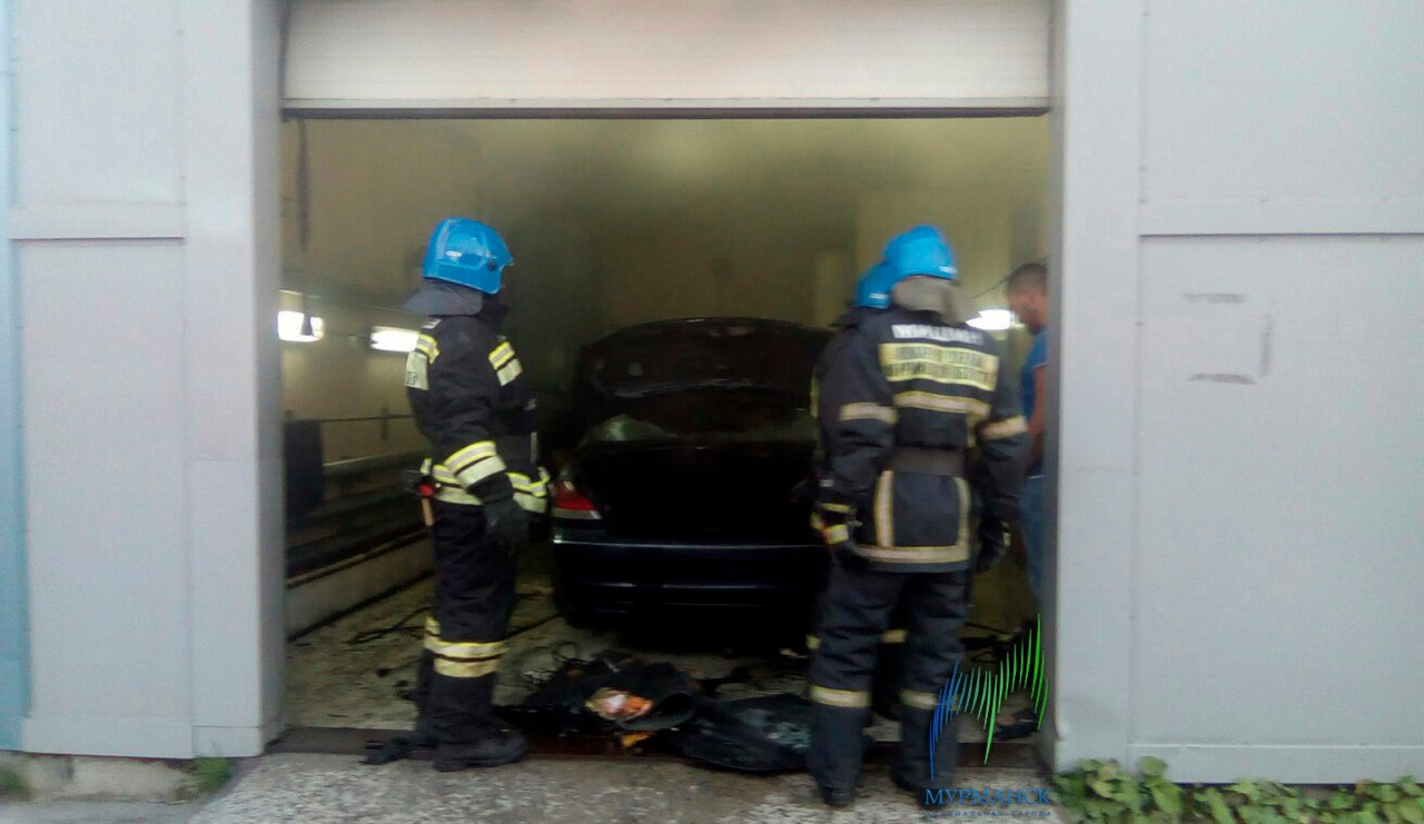 ВМурманске 17 пожарных устранили возгорание вжилом доме