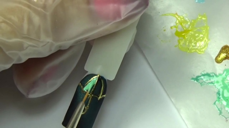 Зонтик и дождь. Дизайн ногтей. Литье. Эмаль на золоте. Капли дождя.