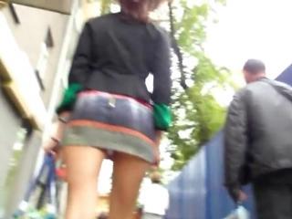 стринги видно из юбки фото
