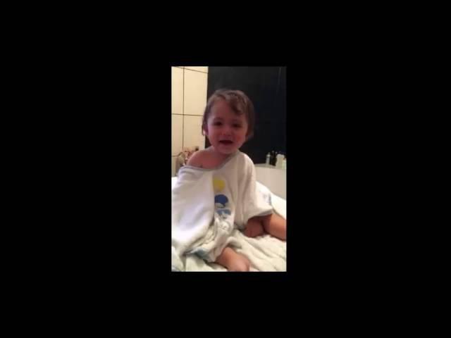 David copilul lui Andreea Mantea rade !