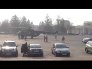 Красиво жить не запретишь: вертолет МО Украины сел в центре Чернигова, чтобы подобрать генерала