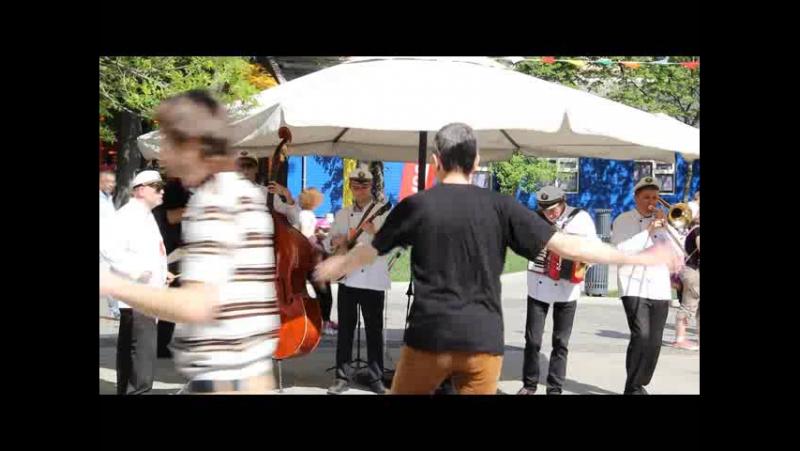 Bey Mir Bistu Sheyn-Valeriy Bukreev Captain`s Dixie Jazz Band - -Live in Bauman-Garden 09.05 (10)