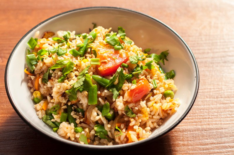 Рис с овощами и орешками, 350 гр - 130 рублей.