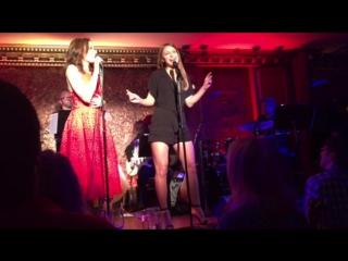 Мелисса Беноист и Лаура Бенанти исполняют песню «Gasoline and Matches» в ресторане  «54 Below»