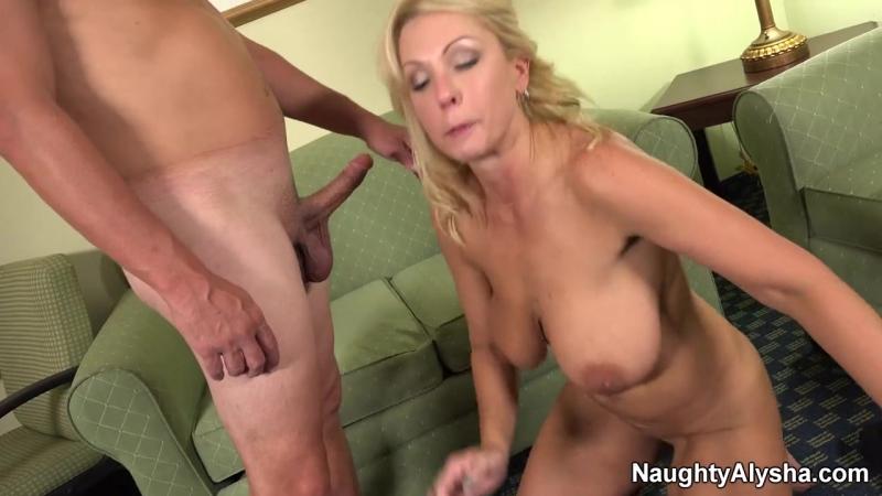 fut-fetish-lesbiyanok-pisayut-na-nozhki-video-siski-v-bikini