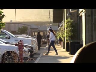 3 июля 2016; Малибу, США: Лана с сестрой Чак Грант покидает супермаркет