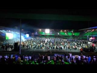 1200 музыкантов играют Нирвану Smells like teen spirit