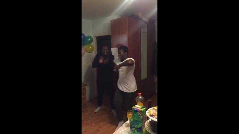Африканцы РУДН танцуют лезгинку