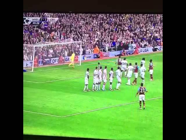 Дімітрі Пайє забиває просто чумовий гол зі штрафного у ворота Крістал Пелес