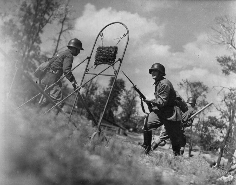 Подготовка бойцов РККА по рукопашному бою незадолго до начала войны.