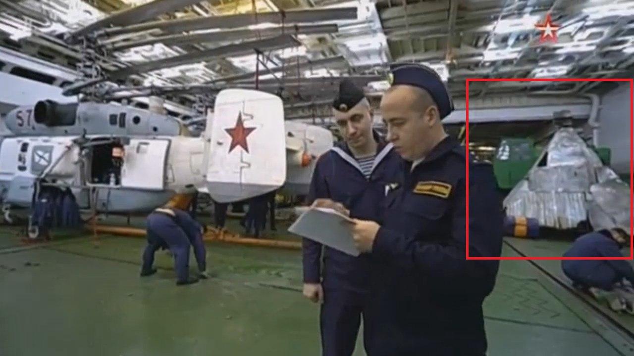 Соцсети бурно обсуждают «секретный груз» в ангарах Адмирала Кузнецова