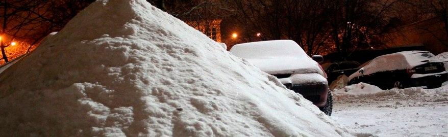 Активист из Новосибирска помог очистить парковку от сугроба, написав на нём лозунг в поддержку мэра