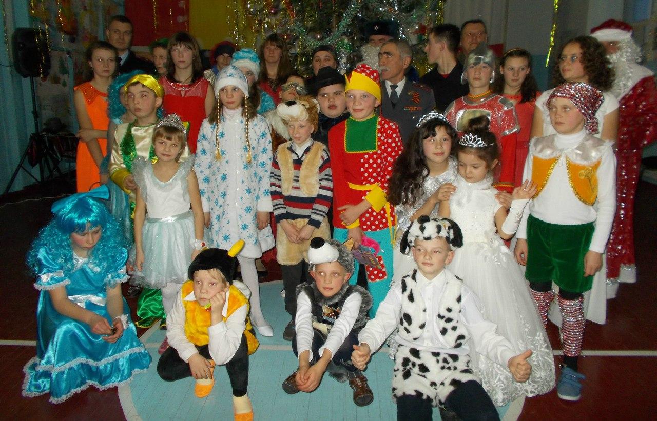Воспитанников школы-интерната в селе Хуса-Кардоник поздравили с наступающим Новым годом