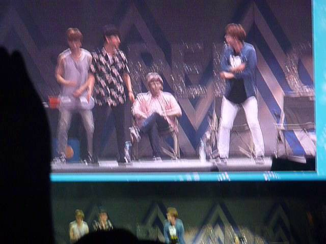 160705 Super Camp in Mexico City - Kyuhyun dancing girlband songs