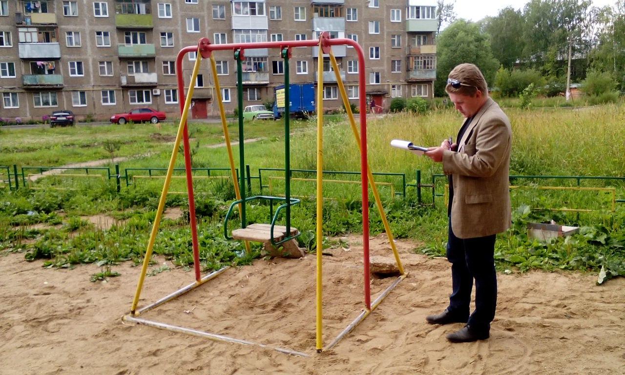 Общественники проверили безопасность детских площадок в Рыбинске
