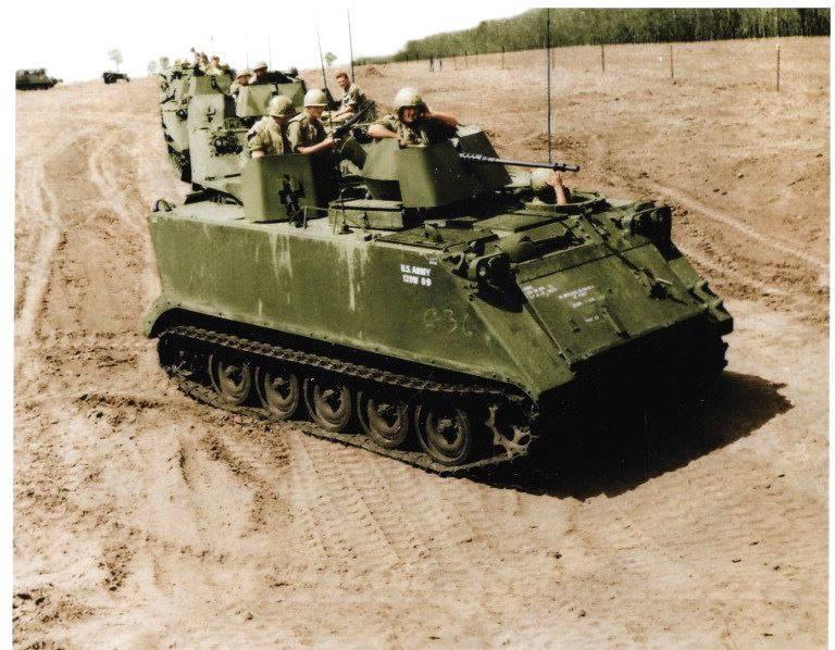 Улюмджи Кичиков ( за пулеметной турелью ). 11-й бронекавалерийский полк армии США. 1966 год. Вьетнам