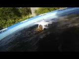 Принимая ванну в гигантский 1,500 галлонов Кока-Колы бассейн!
