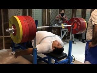 Рахман Сиаманд(Иран) жмет 305 кг без экипировки! В рамках подготовки к Рио 2016! Идеальное исполнение с запасом!