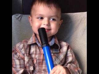 Мальчик поет песню трактора Гоши