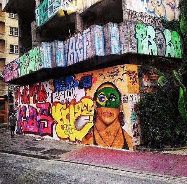 Стрит-арт Крис «Сайборг» на улицах Куритибы
