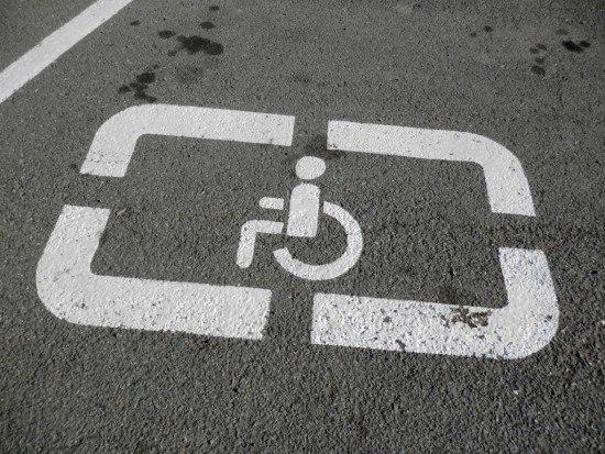 Правильно! Уряд хоче серйозно штрафувати за парковку на місцях для інвалідів