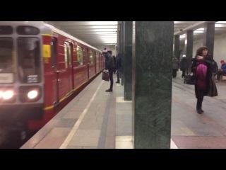 Метропоезд 81-717.5М Красная стрела на станции Преображенская площадь
