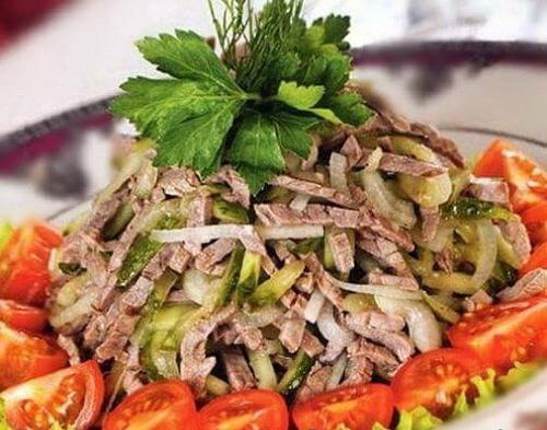 Мясные салаты на праздничный стол с