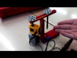свирлейный станок из Лего он работает