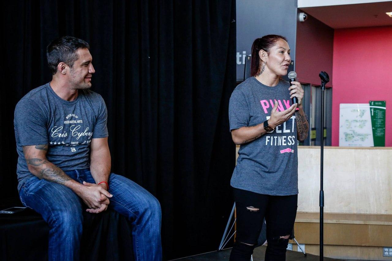 Крис Сайборг провела семинар в Оттаве (Канада) для поклонников и любителей боевых искусств