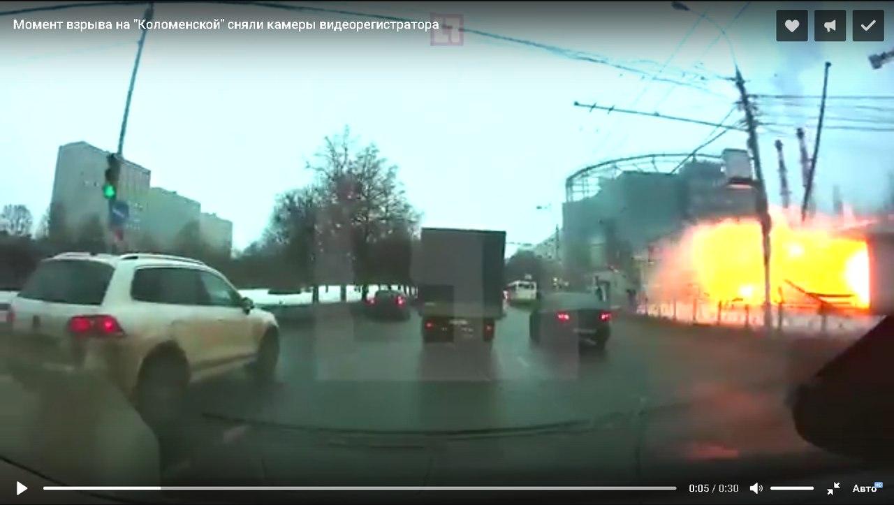 Произошел мощный взрыв в переходе у станции метро
