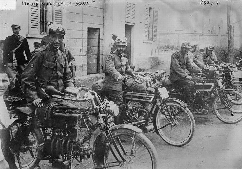 Итальянские мотоциклисты,1917г