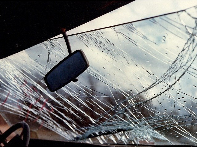 В Зеленчукском районе перевернулся автомобиль «БМВ»