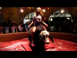 девушка на быке дат жару) [720p]