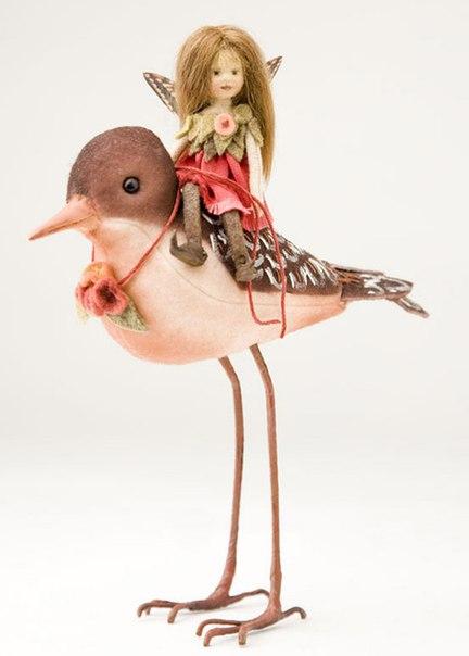кукла с птицей